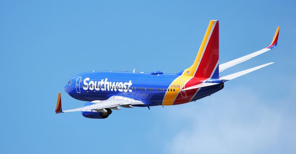 """Boeing 737-700: il motore si """"apre"""" in volo"""
